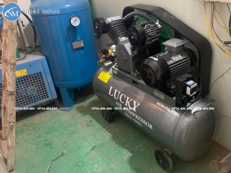 Máy nén khí piston không dầu 220 lít 5.5hp Lucky trong hệ thống khí nén