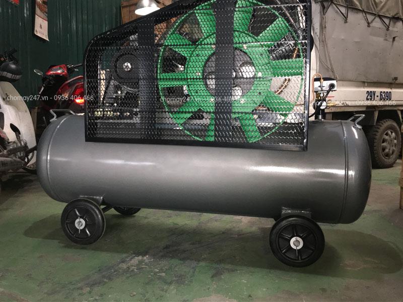 Mặt sau máy nén khí piston không dầu 300 lít 10hp Lucky