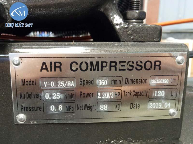 Thông số máy nén khí công nghiệp Lucky được dập rõ ràng